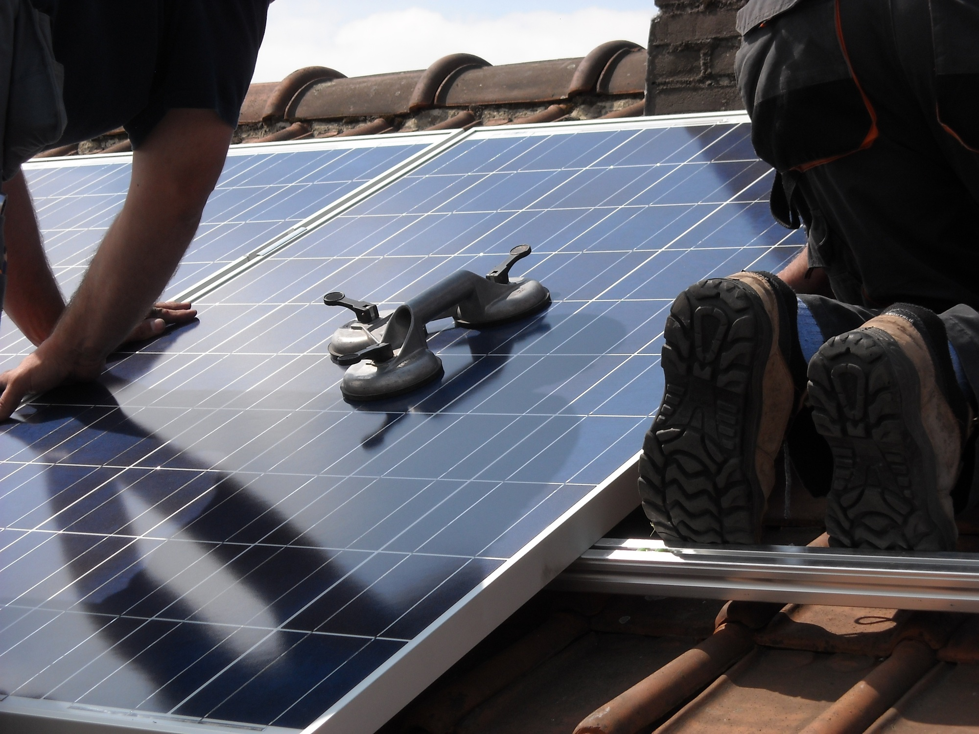 7 Great Reasons to Invest in a Solar Powered Generator