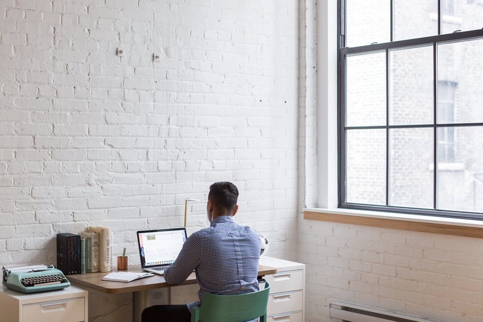 Seamlessly Overseas: 6 Tech Tips for Managing a Team Working Remotely