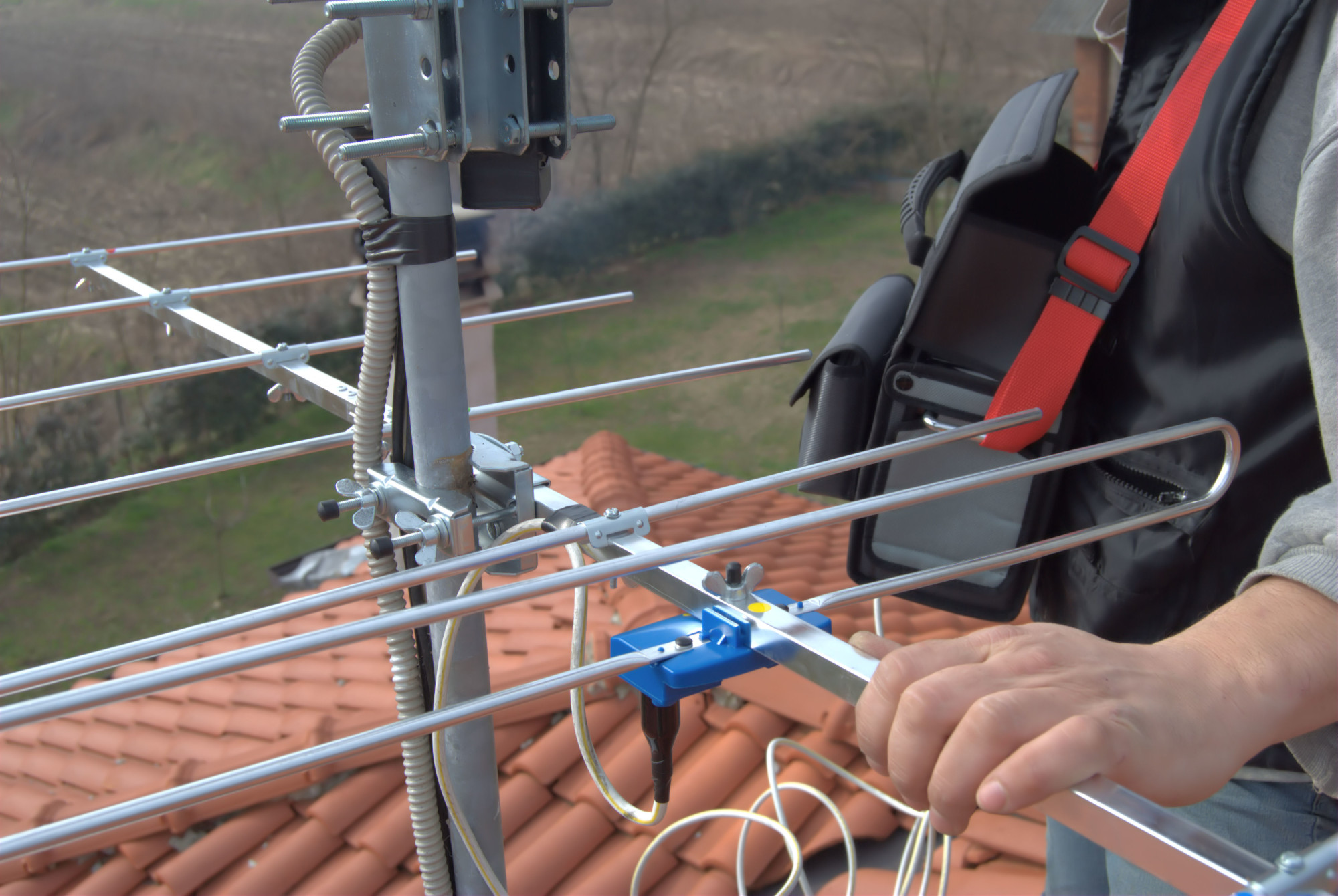 How to Fix a TV Antenna