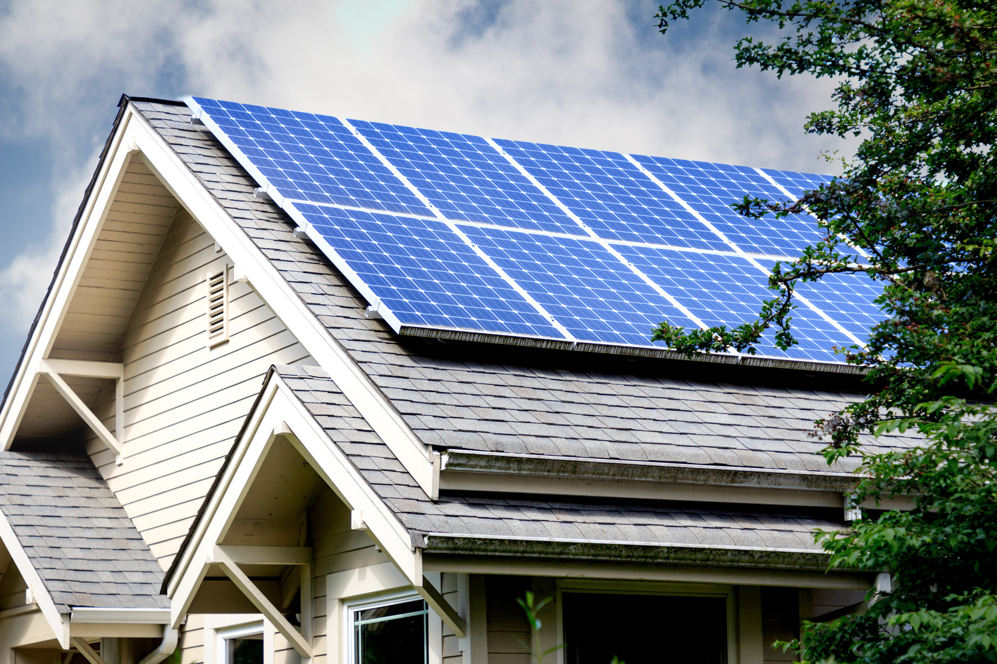 Harnessing the Sun: The Pros and Cons of Monocrystalline Solar Panels